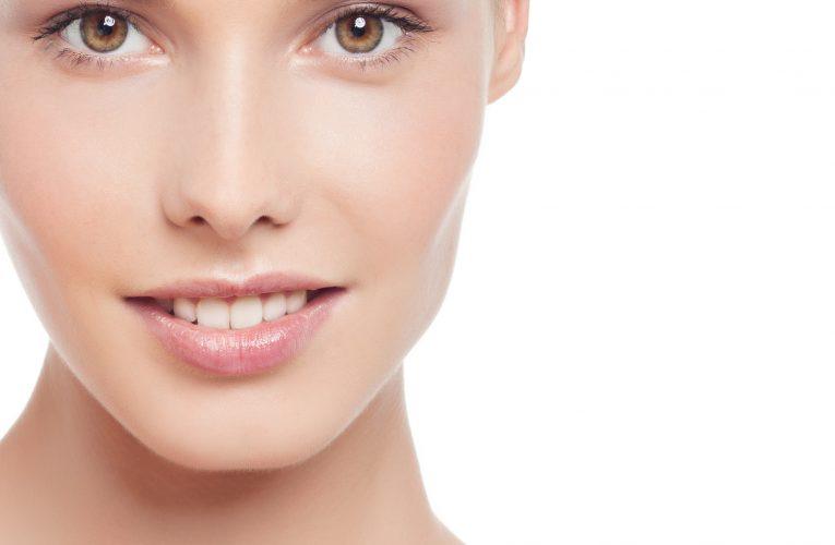 การถ่ายโอนไขมันบนใบหน้าสามารถช่วยให้คุณดูอ่อนเยาว์ได้อย่างไร